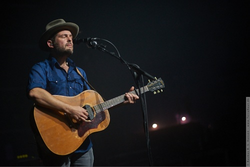 01-2016-03800 - Gregory Alan Isakov (US)