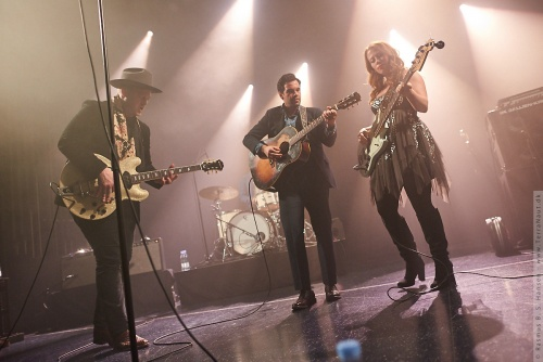 01-2018-00099 - The Lone Bellow (US)
