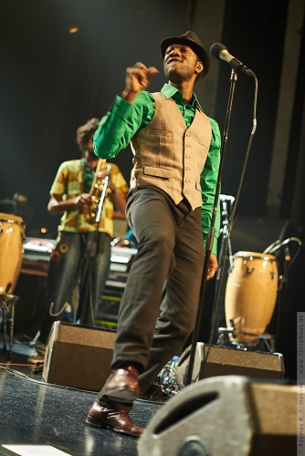 01-2011-02887 - Aloe Blacc And The Grand Scheme (US)