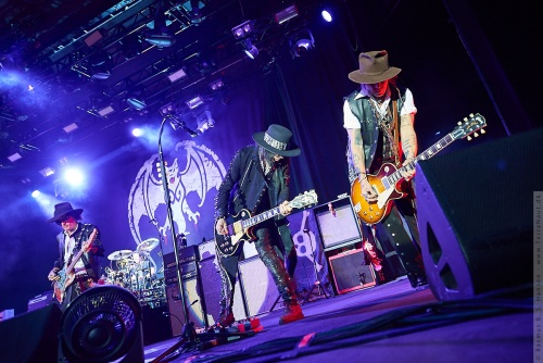 01-2018-02348 - The Hollywood Vampires (US)