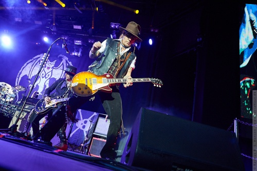 01-2018-02352 - The Hollywood Vampires (US)