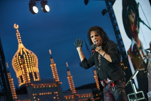 01-2018-02383 - The Hollywood Vampires (US)