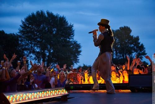 01-2011-07556 - Prince (US)