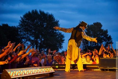01-2011-07557 - Prince (US)