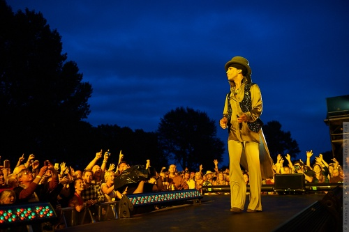 01-2011-07581 - Prince (US)