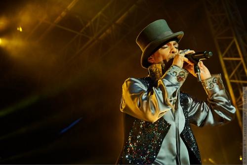 01-2011-07594 - Prince (US)