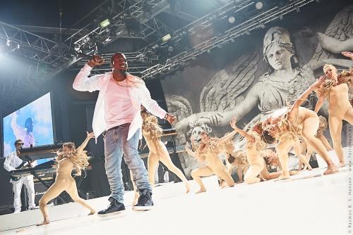 01-2011-07737 - Kanye West (US)