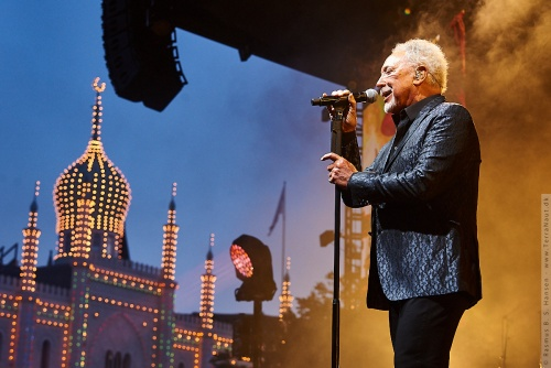 01-2019-02137 - Tom Jones (UK)